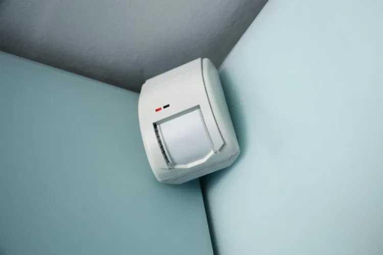 Alarm dengan Sensor Gerak